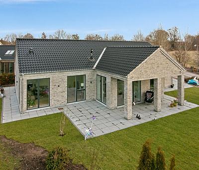 Nyt 280 m2 tag med Randers Tegl til hus i Høje Taastrup nær Roskilde