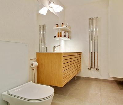 Nyt flot 8 m2 badeværelse med Grohe Rainshower i Nivå nær Hillerød