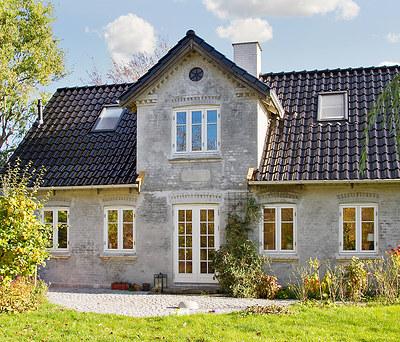 Nyt flot 200 m2 sort ædelengoberet tegltag fra Monier til hus i Roskilde