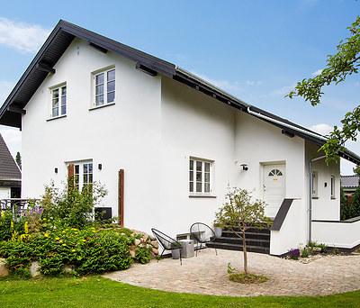 Flot facadeisolering af hus i Brøndby Strand nær København