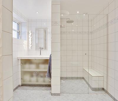 Nyt badeværelse med rainshower i Vanløse nær København