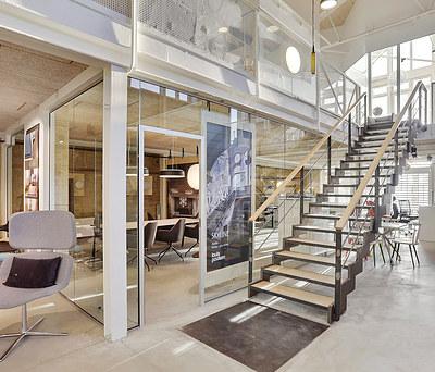 Flot salgskontor med store Svane Glas fuldglasvægge i Århus C