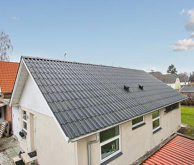 Nyt eternittag fra Cembrit og nye KPK vinduer til hus i Gadstrup nær Roskilde