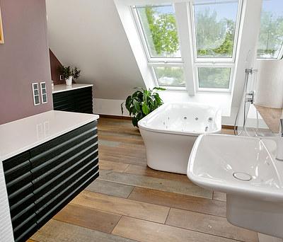 Nyt 18 m2 badeværelse med Hansgrohe bruser og Duravit vask i Guldborg på Lolland Falster
