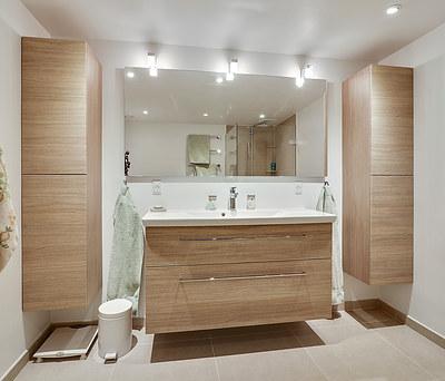 Nyt badeværelse med Geberit AquaClean Mera douch toilet og Grohe bruser på Frederiksberg