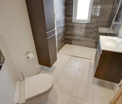 Nyt 5,8 m2 badeværelse med Cassøe bruser og Grohe toilet i Hedehusene nær København