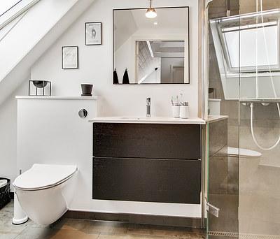 Nyt 6 m2 badeværelse med Grohe bruser og Kuma vask i Greve nord for Solrød