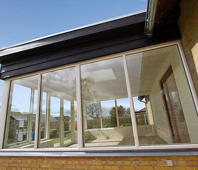 Ny 20 m2 udestue/havestue med Kastrup vinduer og Troldtekt loft i Herning