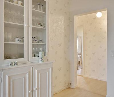 Malerarbejde og tapetopsætning i lejlighed i Lyngby