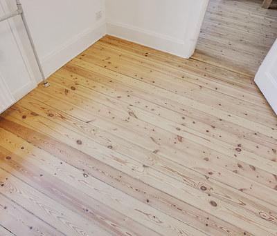 Afslibning af gulv i 100 m2 lejlighed i København Ø