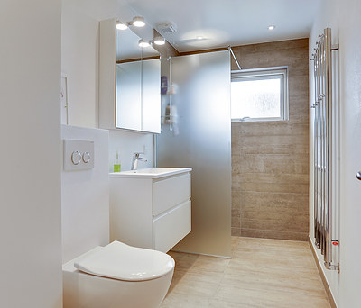 Nyt badeværelse med Unidrain og Damixa vandhane i Tommerup på Fyn