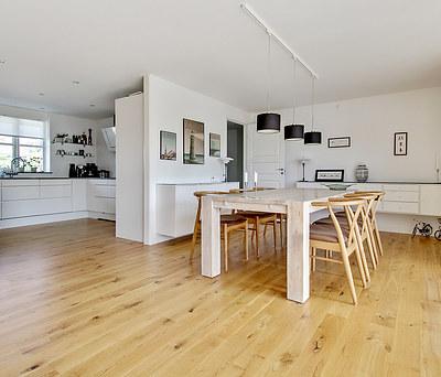 Nyt 60 m2 Junckers trægulv i massiv eg til hus Gilleleje nord for Helsinge