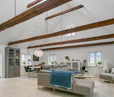 Nyt 450 m2 Cembrit tag og nye Pergo gulve til hus i Skibby nær Frederikssund