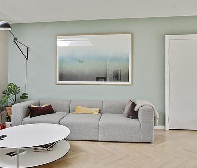 Flot indvendigt malerarbejde og tapetopsætning i hus i Hellerup