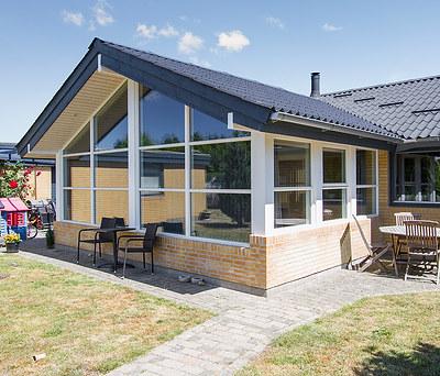 Ny 25 m2 udestue med store Outrup vinduer i Skælskør nær Korsør