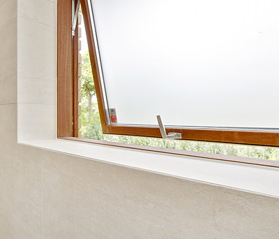 Nyt badeværelse på 5,6 m2 med nye fliser på gulv og vægge