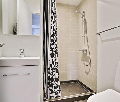 Nyt 10 m2 badeværelse med Grohe rainshower og Dansani møbel i Havdrup nær Køge Bugt