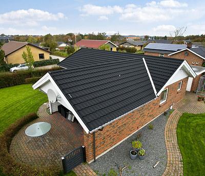 Nyt 170 m2 sort Decra ståltag med Icopal metal tagrender  i Vinderup nord for Holstebro