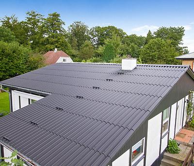 Nyt 125 m2 bølgeeternittag fra Cembrit til hus i Hesselager, Fyn