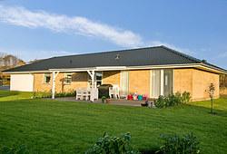 Nybygget hus med HTH køkken, Velfac vinduer og Monier tegltag i Jyderup øst for Kalundborg