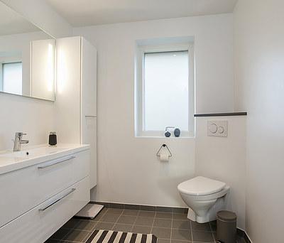 Nyt 6,5 m2  badeværelse med Hansgrohe armatur og Imola fliser i Jyderup øst for Kalundborg