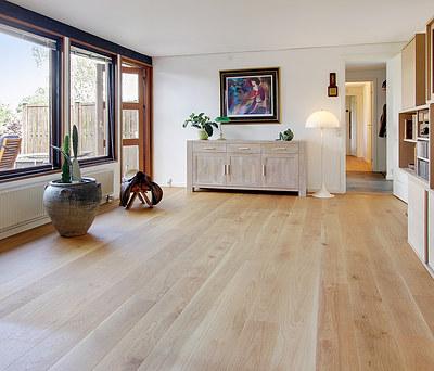 50 m2 nyt Junckers trægulv med massive egetræs planker til hus i Allerød