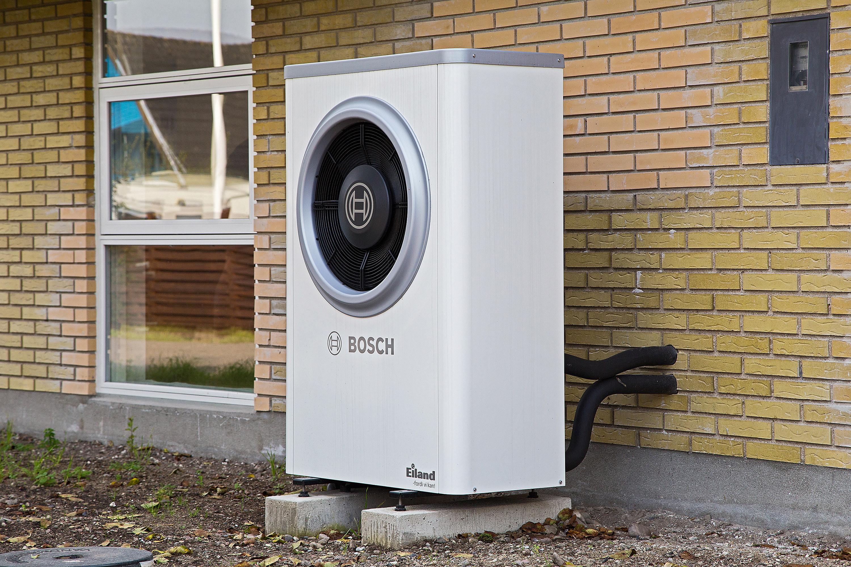 Enormt Ny effektiv luft-til-vand varmepumpe fra Bosch til hus i Korsør DY06