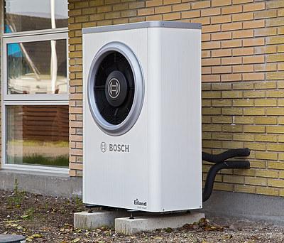 Ny effektiv luft-til-vand varmepumpe fra Bosch til hus i Korsør