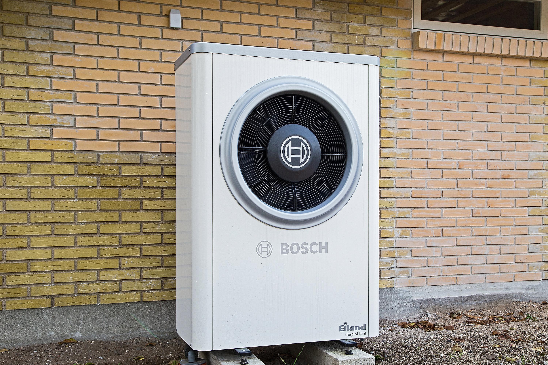 Ny effektiv luft-til-vand varmepumpe fra Bosch til hus i Korsør - håndværker.dk