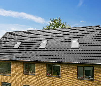 Nyt 225 m2 Metroltile ståltag inkl. Velux ovenlysvinduer til hus i Herlev