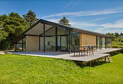Flot totalrenovering af 120 m2 sommerhus inkl. stor ny træterrasse i Asnæs