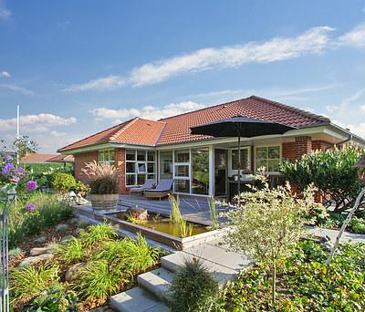Nyt haveanlæg inkl. træterrasse og Juliana drivhus i Esbjerg