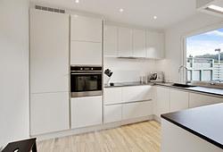 Nyt 9 m2 Invita køkken med Blanco vask og flot laminatbordplade i Brøndby
