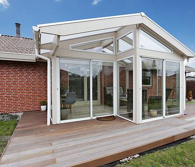 Ny 17 m2 udestue  med store glaspartier i Solrød Strand ved Køge Bugt