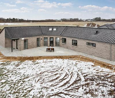 Nybygget hus på 240 m2 med HTH Køkken i Toftlund i Sønderjylland