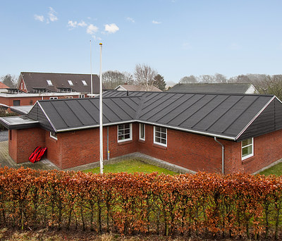 Nyt flot listetag inkl. zinktagrender til hus i Bramming nær Esbjerg