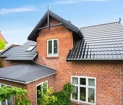 Nyt 150 m2 ståltag fra Profilmetal til hus i Charlottenlund nord for København