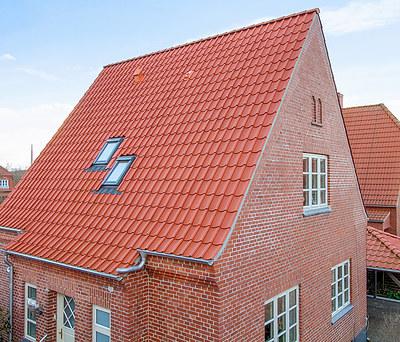 Nyt 110 m2 Monier tegltag inkl. Velux ovenlysvinduer til hus i Odense