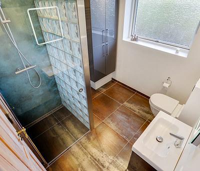 Totalrenovering af 7 m2 badeværelse med Hansgrohe bruser og Dansani møbler i Haderslev