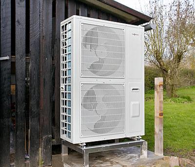 Ny luft-til-vand varmepumpe fra Viessmann til hus i Tommerup nær Odense