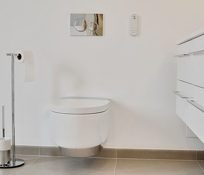 Nyt 5 m2 badeværelse med Geberit AquaClean douchetoilet i Odense