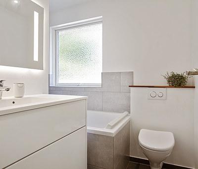 Nyt 7 m2 badeværelse med Duravit badekar i Måløv nord for Ballerup