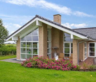 Flot malerarbejde af udhæng og gavle på 220 m2 hus i Roskilde
