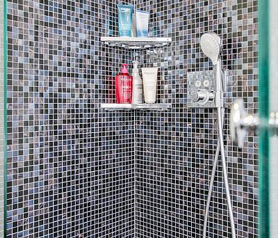 Nyt 7,6 m2 badeværelse med Geberit AquaClean douchetoilet i Rungsted nær Hørsholm
