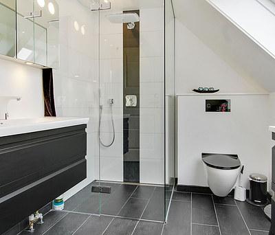 Nyt badeværelse med Dansani møbler og Hansgrohe bruser i Smørum nær Ballerup