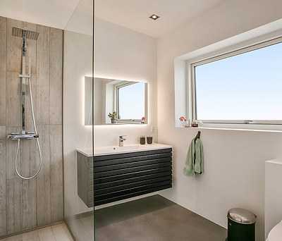 Nyt flot 10 m2 badeværelse med New Yorker betongulv i Hvidovre nær København