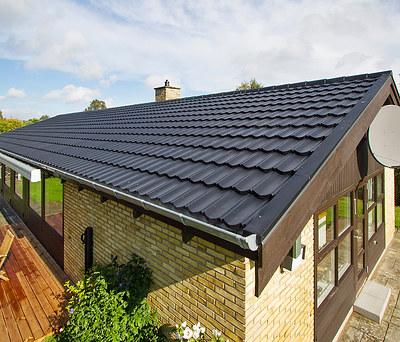 Nyt 180 m2 Decra ståltag fra Icopal oven på eksisterende tag i Birkerød syd for Hillerød
