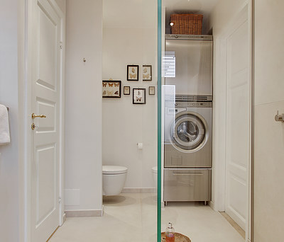 Nyt 8 m2 badeværelse med bruseniche i glas, VOLA bruser og Unidrain i København