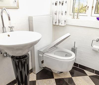 Nyt Geberit AquaClean toilet med Geberit Monolith modul i Ikast nær Herning