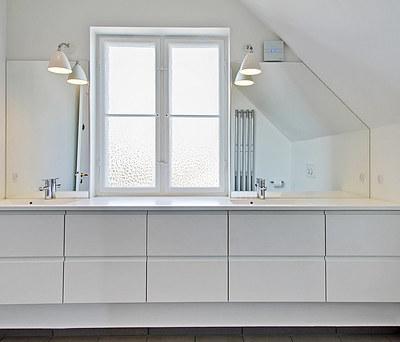 Nyt badeværelse på 7,7 m2 med Kuma vask og Catalano toilet i Brønshøj nær København